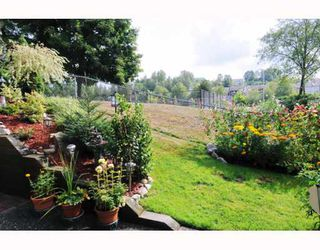 """Photo 9: 47 22488 116TH Avenue in Maple Ridge: East Central Townhouse for sale in """"RICHMOND HILL ESTATES"""" : MLS®# V780986"""
