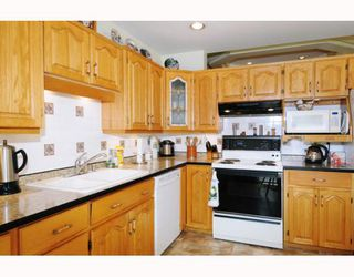 """Photo 4: 47 22488 116TH Avenue in Maple Ridge: East Central Townhouse for sale in """"RICHMOND HILL ESTATES"""" : MLS®# V780986"""