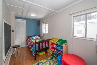 """Photo 10: 21 95 LAIDLAW Road in Smithers: Smithers - Rural Manufactured Home for sale in """"MOUNTAIN VIEW MOBILE HOME PARK"""" (Smithers And Area (Zone 54))  : MLS®# R2441463"""