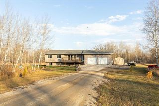 Photo 3: 73 DELWOOD Drive in Steinbach: R16 Residential for sale : MLS®# 202100768