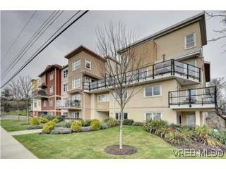 Photo 2: 103 908 Brock Ave in VICTORIA: La Langford Proper Row/Townhouse for sale (Langford)  : MLS®# 529060