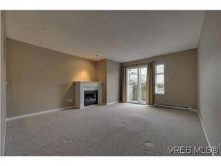 Photo 3: 103 908 Brock Avenue in VICTORIA: La Langford Proper Townhouse for sale (Langford)  : MLS®# 274150