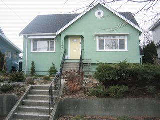 Photo 2: 1935 LONDON Street in New_Westminster: West End NW House for sale (New Westminster)  : MLS®# V752198