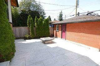 Photo 4: 3261 W 2ND AVENUE in Vancouver: Kitsilano House 1/2 Duplex for sale (Vancouver West)  : MLS®# R2393995