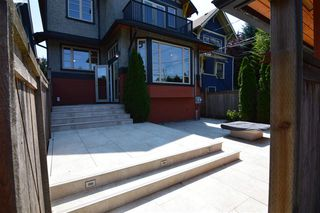 Photo 3: 3261 W 2ND AVENUE in Vancouver: Kitsilano House 1/2 Duplex for sale (Vancouver West)  : MLS®# R2393995