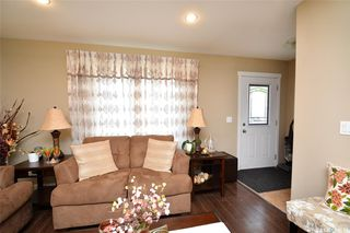 Photo 3: 413 X Avenue South in Saskatoon: Meadowgreen Residential for sale : MLS®# SK819695