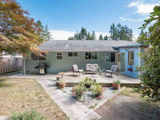 Photo 4: 7639 EUREKA Avenue in Halfmoon Bay: Halfmn Bay Secret Cv Redroofs House for sale (Sunshine Coast)  : MLS®# R2488854