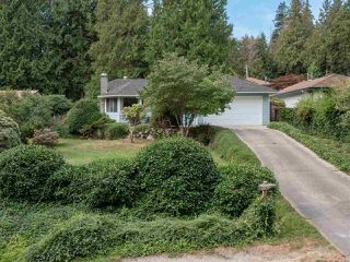 Photo 2: 7639 EUREKA Avenue in Halfmoon Bay: Halfmn Bay Secret Cv Redroofs House for sale (Sunshine Coast)  : MLS®# R2488854