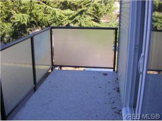 Photo 3: 201 991 Cloverdale Ave in VICTORIA: SE Quadra Condo for sale (Saanich East)  : MLS®# 494984