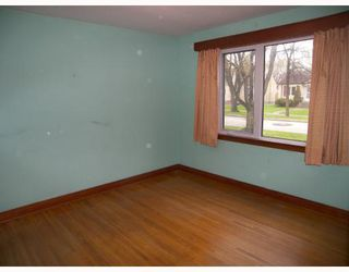 Photo 4: 270 CHELSEA Avenue in WINNIPEG: East Kildonan Residential for sale (North East Winnipeg)  : MLS®# 2909881
