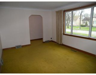 Photo 3: 270 CHELSEA Avenue in WINNIPEG: East Kildonan Residential for sale (North East Winnipeg)  : MLS®# 2909881