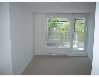 "Photo 5: 2380 PINE Street in Vancouver: Fairview VW Townhouse for sale in ""CAMERA"" (Vancouver West)  : MLS®# V770685"