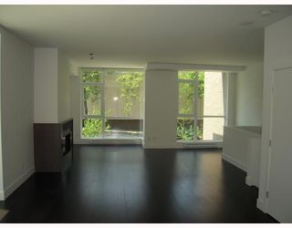 "Photo 4: 2380 PINE Street in Vancouver: Fairview VW Townhouse for sale in ""CAMERA"" (Vancouver West)  : MLS®# V770685"