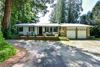 Photo 1: 16 CLOVERMEADOW Crescent in Langley: Salmon River House for sale : MLS®# R2395332
