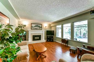 Photo 2: 16 CLOVERMEADOW Crescent in Langley: Salmon River House for sale : MLS®# R2395332