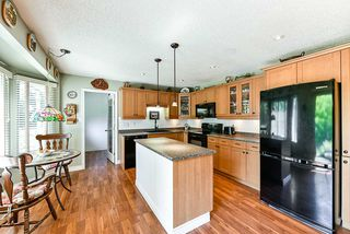 Photo 5: 16 CLOVERMEADOW Crescent in Langley: Salmon River House for sale : MLS®# R2395332