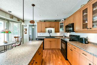 Photo 3: 16 CLOVERMEADOW Crescent in Langley: Salmon River House for sale : MLS®# R2395332