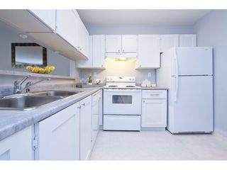 "Photo 4: 308 15313 19 Avenue in Surrey: King George Corridor Condo for sale in ""Village Terrace"" (South Surrey White Rock)  : MLS®# R2406758"