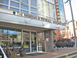 "Main Photo: 702 910 BEACH Avenue in Vancouver: Yaletown Condo for sale in ""The Meridian"" (Vancouver West)  : MLS®# R2413691"