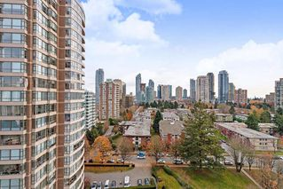 "Photo 3: 1702 5883 BARKER Avenue in Burnaby: Metrotown Condo for sale in ""ALDYNNE ON THE PARK"" (Burnaby South)  : MLS®# R2420106"