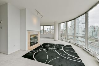 "Photo 7: 2002 1500 HORNBY Street in Vancouver: Yaletown Condo for sale in ""888 BEACH"" (Vancouver West)  : MLS®# R2461920"