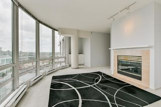 "Photo 10: 2002 1500 HORNBY Street in Vancouver: Yaletown Condo for sale in ""888 BEACH"" (Vancouver West)  : MLS®# R2461920"