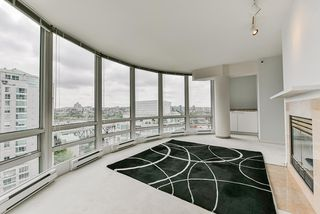 "Photo 12: 2002 1500 HORNBY Street in Vancouver: Yaletown Condo for sale in ""888 BEACH"" (Vancouver West)  : MLS®# R2461920"