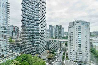 "Photo 2: 2002 1500 HORNBY Street in Vancouver: Yaletown Condo for sale in ""888 BEACH"" (Vancouver West)  : MLS®# R2461920"