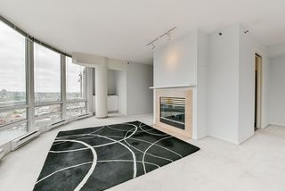 "Photo 9: 2002 1500 HORNBY Street in Vancouver: Yaletown Condo for sale in ""888 BEACH"" (Vancouver West)  : MLS®# R2461920"