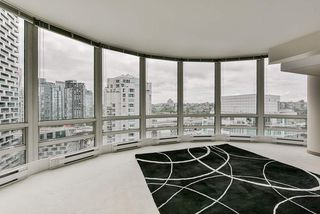 "Photo 13: 2002 1500 HORNBY Street in Vancouver: Yaletown Condo for sale in ""888 BEACH"" (Vancouver West)  : MLS®# R2461920"