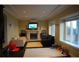 """Photo 3: 1950 E 64TH Avenue in Vancouver: Fraserview VE House for sale in """"FRASERVIEW"""" (Vancouver East)  : MLS®# V785070"""