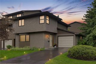 Main Photo: 23 23 Glamis Drive SW in Calgary: Glamorgan Row/Townhouse for sale : MLS®# A1043327