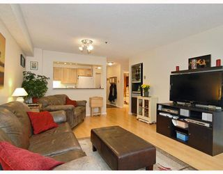 "Photo 2: 102 1525 PENDRELL Street in Vancouver: West End VW Condo for sale in ""CHARLOTTE GARDENS"" (Vancouver West)  : MLS®# V754405"