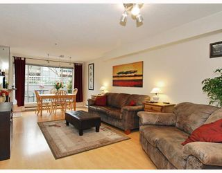 "Photo 3: 102 1525 PENDRELL Street in Vancouver: West End VW Condo for sale in ""CHARLOTTE GARDENS"" (Vancouver West)  : MLS®# V754405"