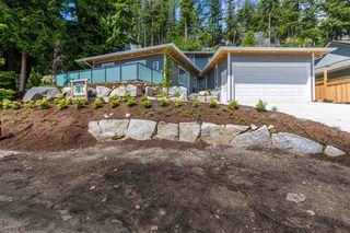 Photo 1: 5683 SALMON DRIVE in Sunshine Coast: Home for sale : MLS®# R2176485