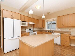 Photo 9: 15 DeGoutiere Pl in VICTORIA: VR Six Mile Single Family Detached for sale (View Royal)  : MLS®# 823944