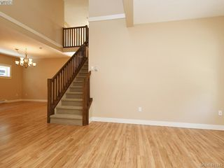 Photo 4: 15 DeGoutiere Pl in VICTORIA: VR Six Mile Single Family Detached for sale (View Royal)  : MLS®# 823944