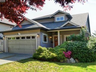 Photo 1: 15 DeGoutiere Pl in VICTORIA: VR Six Mile Single Family Detached for sale (View Royal)  : MLS®# 823944
