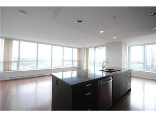 Photo 3: 1704 2200 DOUGLAS Road in Burnaby: Brentwood Park Condo for sale (Burnaby North)  : MLS®# R2429013