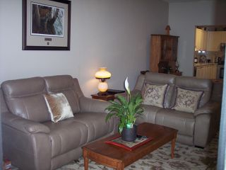 """Photo 9: 415 3172 GLADWIN Road in Abbotsford: Central Abbotsford Condo for sale in """"Regency Park"""" : MLS®# R2480665"""