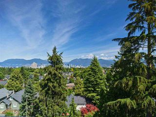 "Photo 1: 405 633 W KING EDWARD Avenue in Vancouver: Cambie Condo for sale in ""AMBER BY ARAGON"" (Vancouver West)  : MLS®# R2482116"