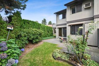 """Photo 22: 10 32917 AMICUS Place in Abbotsford: Central Abbotsford Townhouse for sale in """"Pinegrove"""" : MLS®# R2492524"""