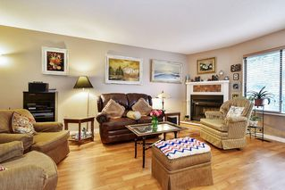 """Photo 4: 10 32917 AMICUS Place in Abbotsford: Central Abbotsford Townhouse for sale in """"Pinegrove"""" : MLS®# R2492524"""
