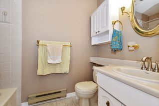 """Photo 12: 10 32917 AMICUS Place in Abbotsford: Central Abbotsford Townhouse for sale in """"Pinegrove"""" : MLS®# R2492524"""