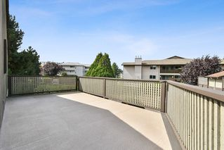 """Photo 13: 10 32917 AMICUS Place in Abbotsford: Central Abbotsford Townhouse for sale in """"Pinegrove"""" : MLS®# R2492524"""