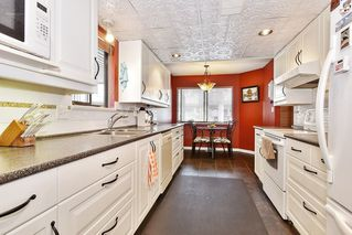 """Photo 7: 10 32917 AMICUS Place in Abbotsford: Central Abbotsford Townhouse for sale in """"Pinegrove"""" : MLS®# R2492524"""