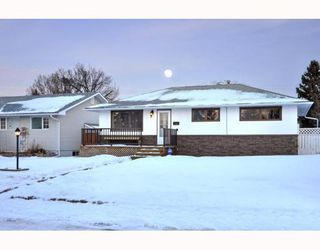 Photo 2: 3128 44 Street SW in CALGARY: Glenbrook Residential Detached Single Family for sale (Calgary)  : MLS®# C3408446
