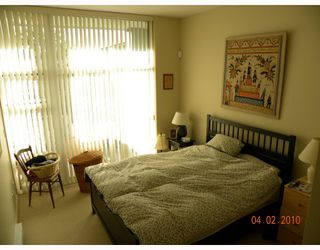 """Photo 7: 106 6015 IONA Drive in Vancouver: University VW Condo for sale in """"CHANCELLOR HOUSE"""" (Vancouver West)  : MLS®# V808479"""