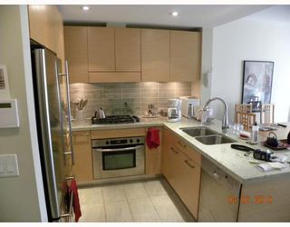 """Photo 4: 106 6015 IONA Drive in Vancouver: University VW Condo for sale in """"CHANCELLOR HOUSE"""" (Vancouver West)  : MLS®# V808479"""