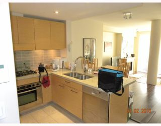 """Photo 9: 106 6015 IONA Drive in Vancouver: University VW Condo for sale in """"CHANCELLOR HOUSE"""" (Vancouver West)  : MLS®# V808479"""